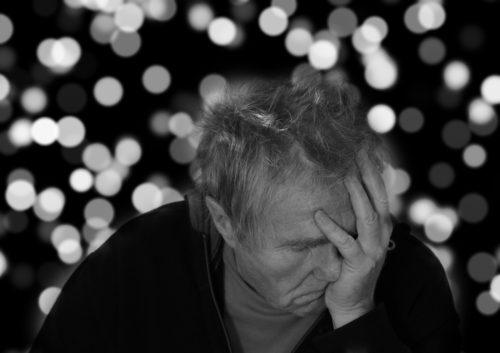 Le persone affette da demenza: da curare o da custodire?