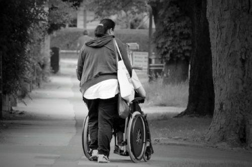 Stranieri e anziani: un profilo sintetico della popolazione che si prende cura degli anziani in Lombardia