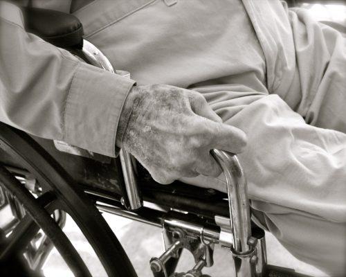 """Unità di degenza per cure intermedie tra ospedale e territorio: una risposta possibile al problema del """"timing"""" delle cure nel paziente cronico"""