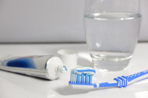 Igiene orale e prevenzione delle infezioni respiratorie negli anziani ricoverati in Ospedale e in Casa di riposo