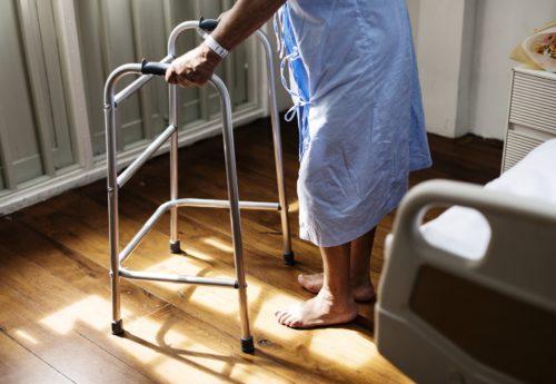 Fatiche e sofferenze nei luoghi di cura per anziani affetti da patologie croniche
