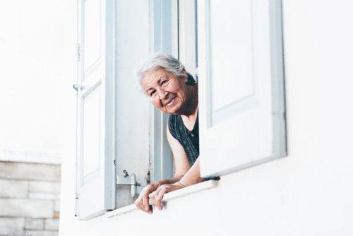 Una risposta alla solitudine: la città amica della persona con demenza