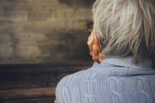 Le-nostre-madri-con-l'Alzheimer-e-i-nostri-padri-allettati-dimenticati-dalla-politica