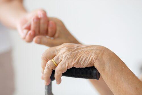 la-promozione-del-diritto-di-invecchiare-a-casa-propria