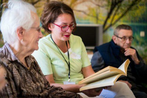La lettura ad alta voce con le persone anziane