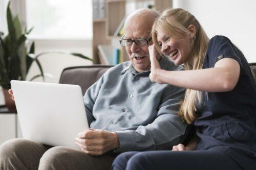 Il rapporto tra gli anziani che vivono in struttura e le loro famiglie: le conseguenze del Covid-19